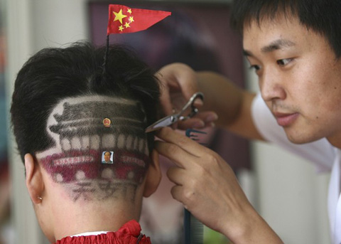 Patriotism hairstyle - Tiananmen on the head