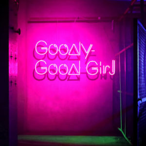 SHINJIRO ATAE(from AAA) - Goody-Good Girl 歌詞 MV
